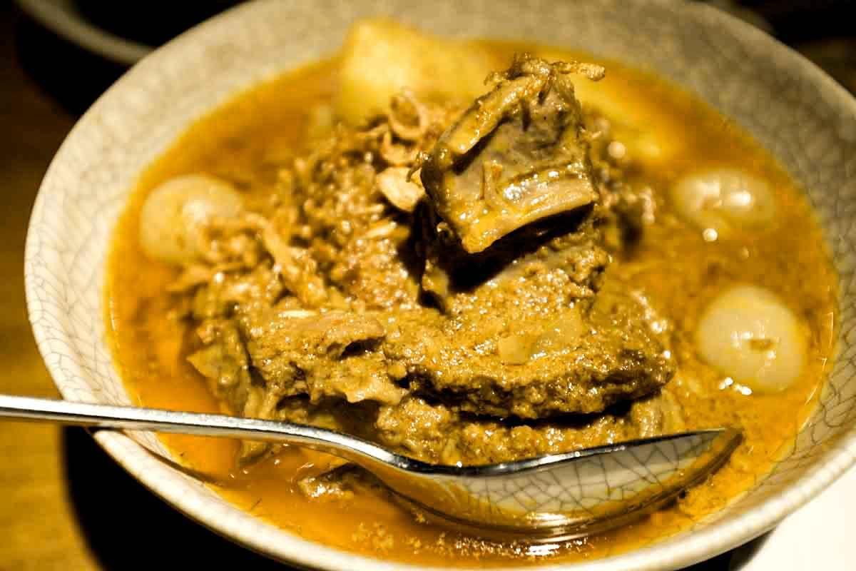 Beef Massaman Curry from cookeatblog.com